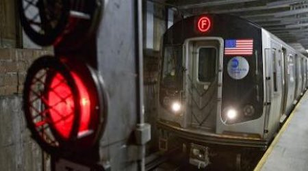 Rail News - MTA, L K  Comstock ink $223 million contract to install