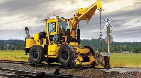 "Pettibone's ""do-it-all"" rail crane, the Speed Swing 445F"